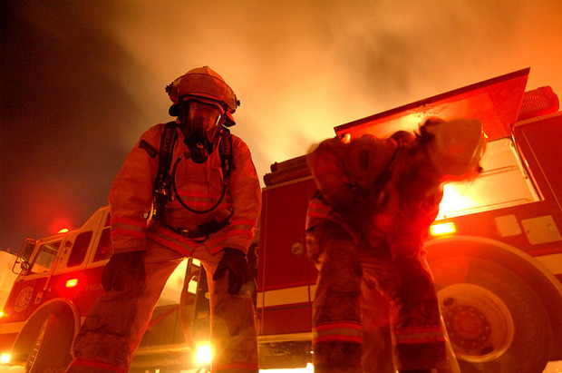 800px-Firefighters_in_Iraq