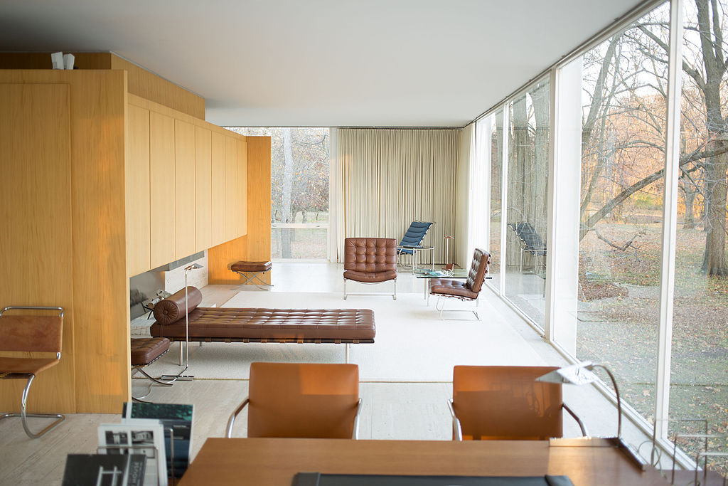 farnsworth_house_by_mies_van_der_rohe_-_interior-2