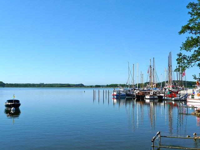 boats-335236_640