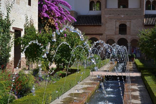 fountain-326285_640
