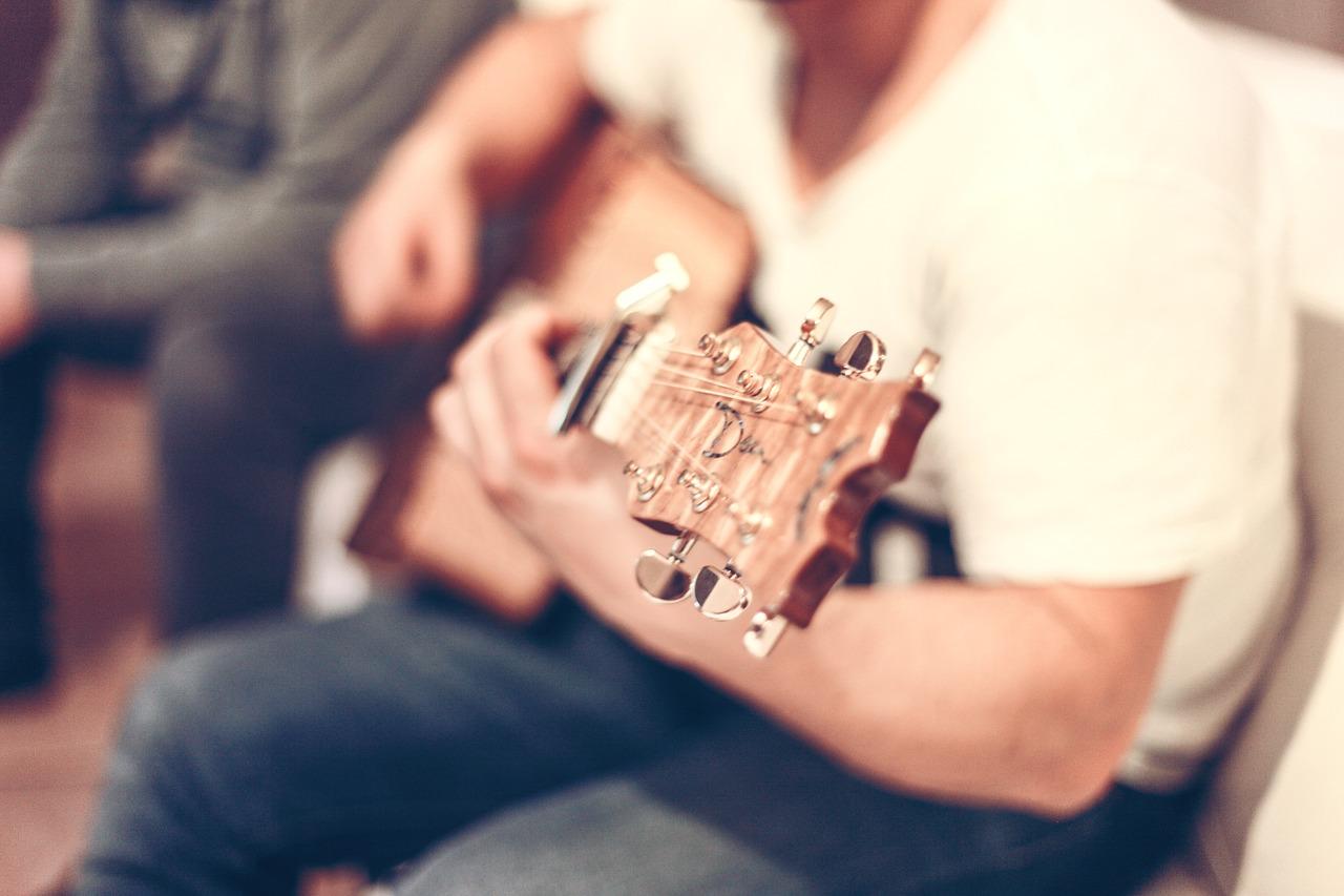 guitar-407114_1280