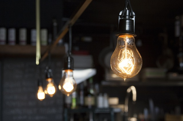 light-bulbs-406939_640